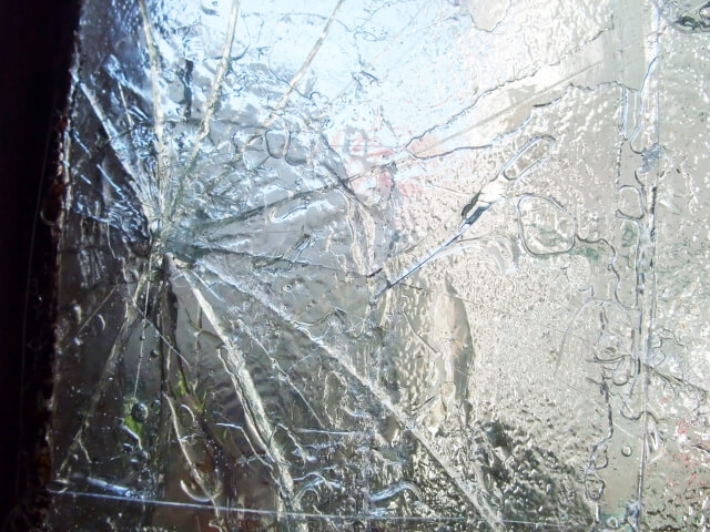 台風対策!の窓ガラスに養生テープは効果なし?