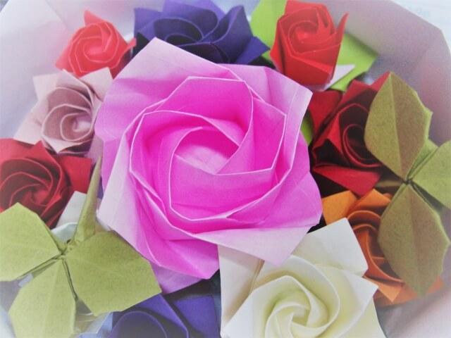 母の日におすすめ!折り紙で本格なバラの作り方も紹介