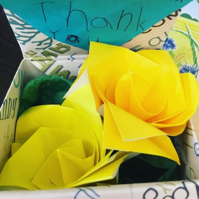 母の日に折り紙でバラを簡単に作る方法は?
