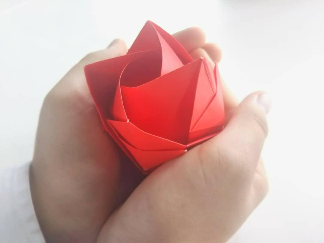 母の日に折り紙でバラを簡単に作る方法は?動物や花の折り方も!
