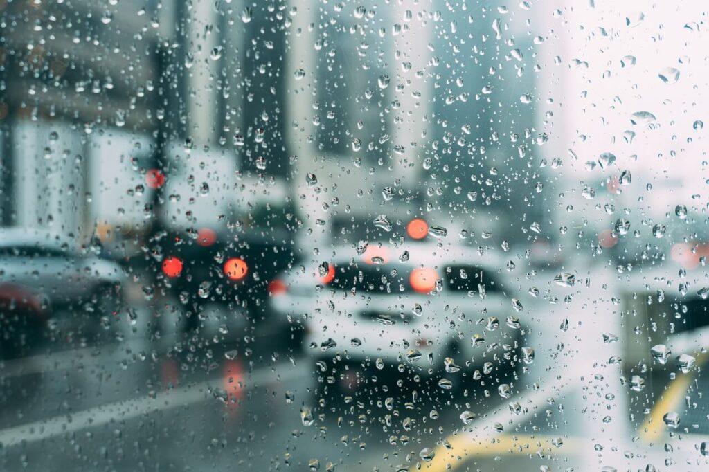 梅雨の湿度の平均はどのくらい?! なぜ結露やカビが生じるの?